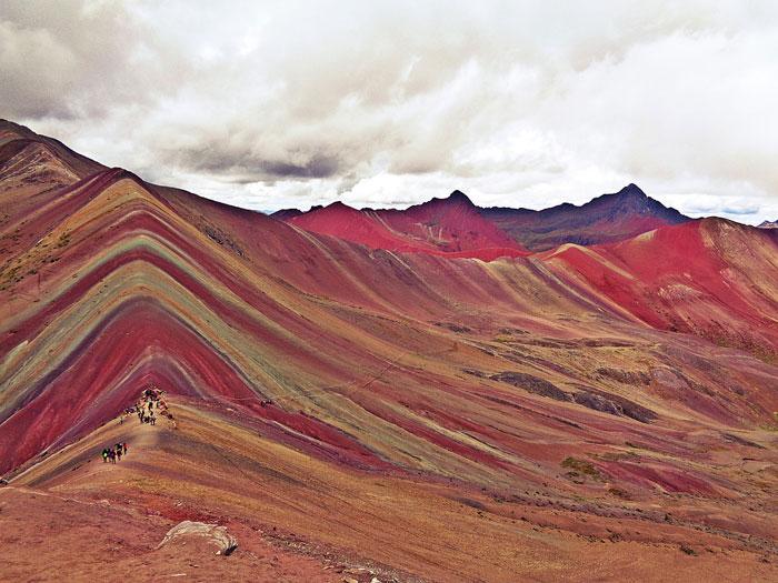 Qu'est ce que la Montagne des 7 couleurs ou arc en ciel au Perou ?