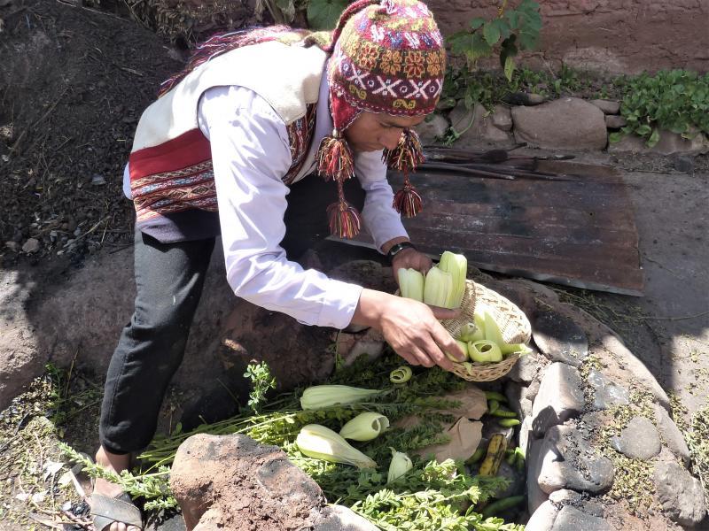 Préparation de la Pachamanca  dans la communauté de Humasbamba